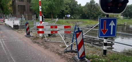 Weer schade bij brug in Haghorst, dit weekeinde moet het verkeer weer omrijden