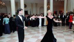 Iconische jurk van prinses Diana gaat onder de hamer