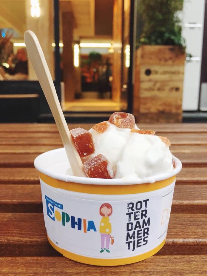 Vandaag lanceren de Rotterdammertjes in samenwerking met de IJSmaker en het Sophia Kinderziekenhuis Rotterdammertjes-ijs voor het goede doel.