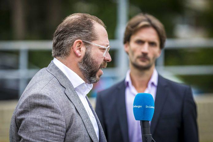 Phil Boonen (L) en Sébas Diekstra, advocaten van nabestaanden van de slachtoffers van Thijs H.