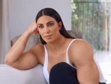 Bizar gespierde Kim Kardashian is een hit op internet