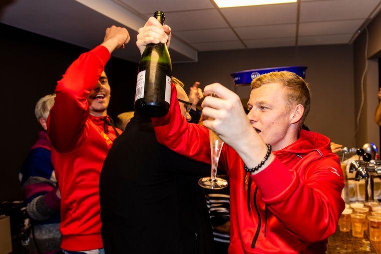Champagne voor Storm, die zich weer ontpopte tot de man van de assists.