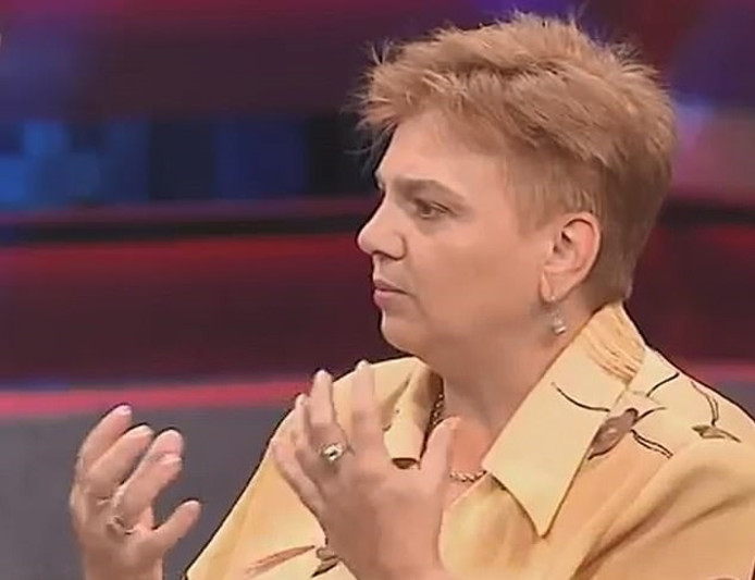 Olena Tashevska zocht een plek om te zonnen en kon zo de twee kinderen redden.