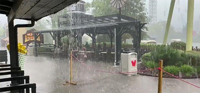 Het water viel met bakken uit de hemel in pretpark Walibi (Waver). De attracties moesten stilgelegd worden.