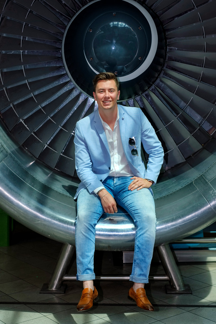 Het leukste aan zijn baan als on board courier vindt Zico het vliegen zelf. ,,Nieuwe avonturen. Kijken wat er op je pad komt.''