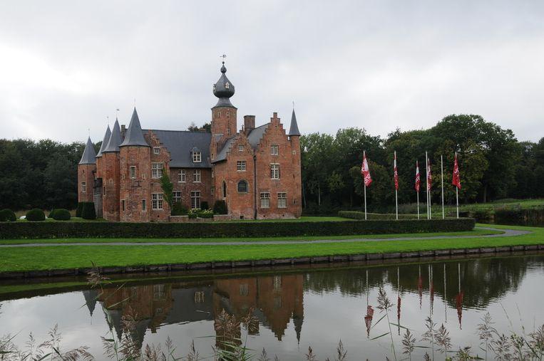 Het Kasteel van Rumbeke, in het Sterrebos, is een van de oudste renaissancekastelen in België.
