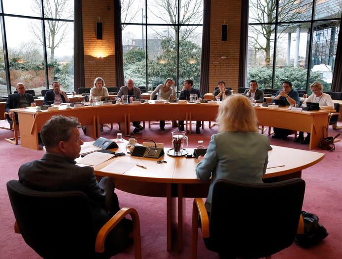 De lijsttrekkers zaten op volgorde van stemmenwinst tijdens het debat onder leiding van burgemeester Melissant.