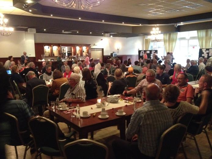 Ongeveer 80 mensen bezochten de informatieavond in Nia Domo.