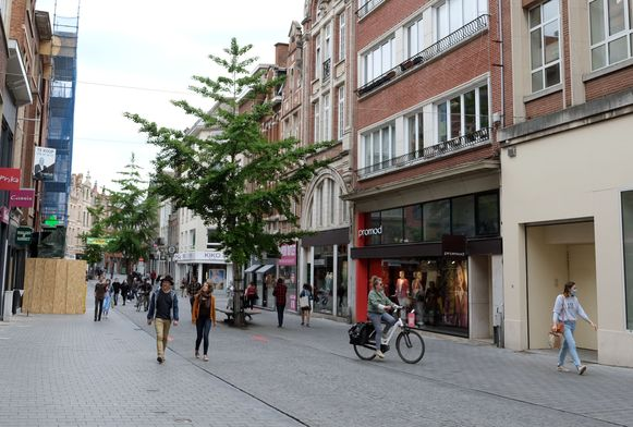 Niet over de koppen lopen in de Diestsestraat in Leuven. De handelaars hadden er meer van verwacht.