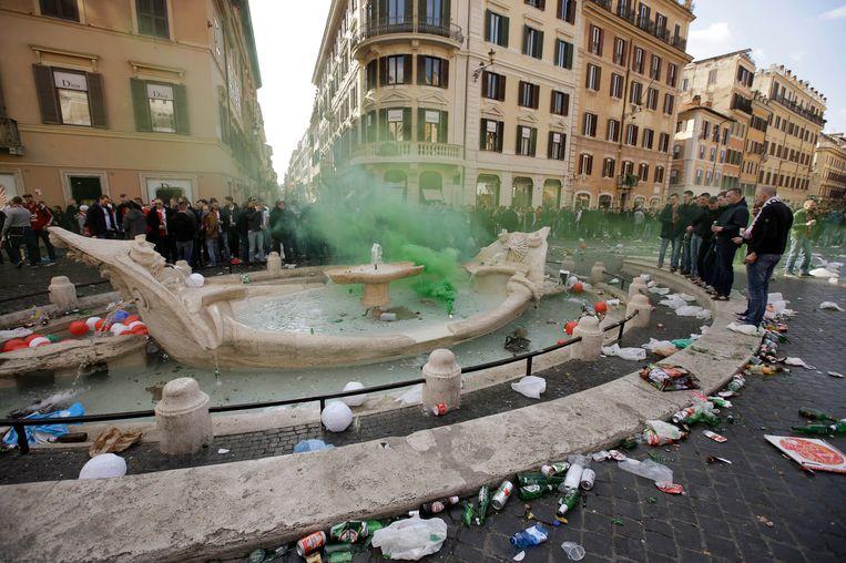 De supporters van Feyenoord lieten een spoor van vernieling achter in Rome. Beeld ap