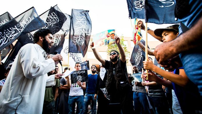 Een pro IS-demonstratie in de Haagse Schilderswijk