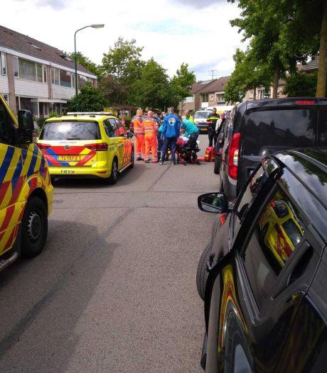 Fietsster klapt tegen openslaande autodeur in Veenendaal
