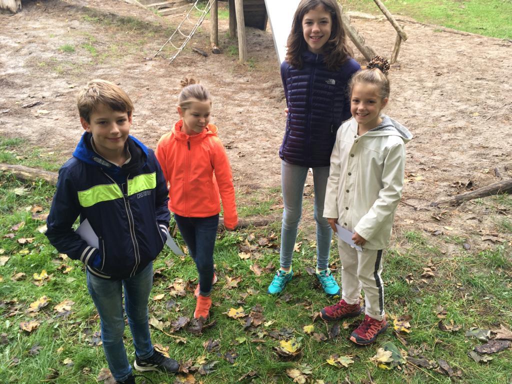 Vlnr: Mels en Floor uit Arnhem en Sara en Tess uit Rotterdam. Als de neef en nichtjes bij opa en oma logeren, bezoeken ze vaak de Boswachterij  Westerschouwen. En ze vinden het er áltijd leuk
