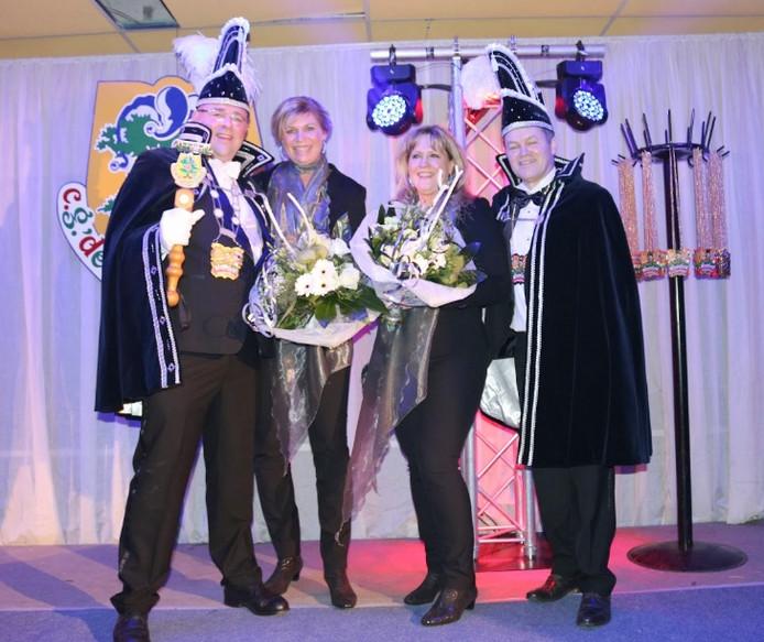 Prins Chris 1 en adjudant Theo zwaaien de scepter bij De Kroesmennekes in Fleringen.