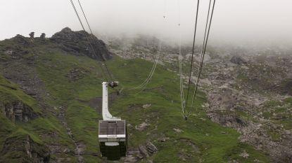 Zwitserse kabelbaan blokkeert aan top van de berg: 400 toeristen worden geëvacueerd met helikopters