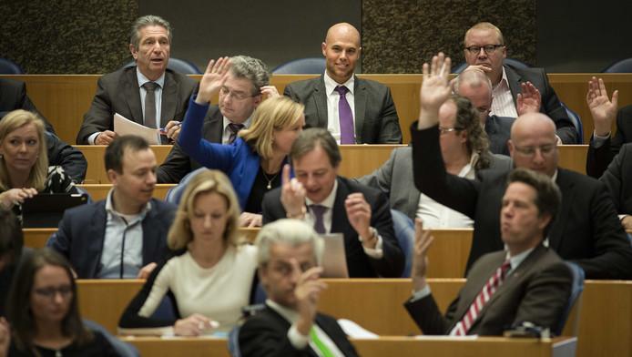 De fracties van PVV en VNL in de tweede kamer.