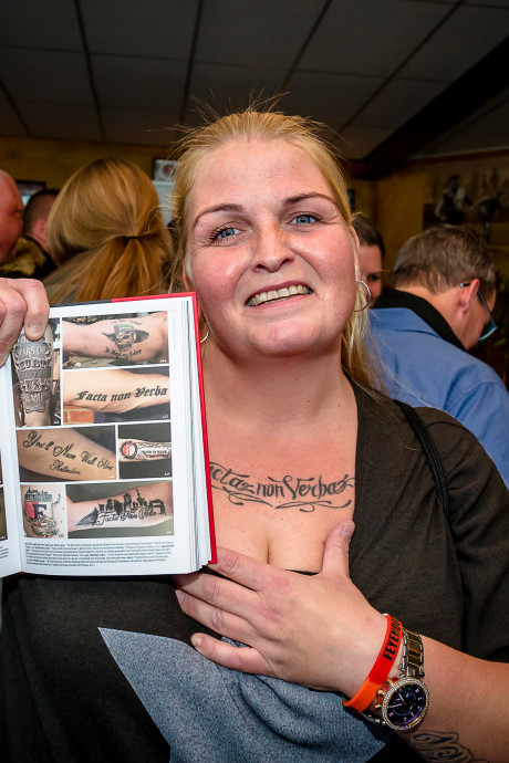 Supportersvereniging Feyenoord presenteert fotoboek over clubtatoeages