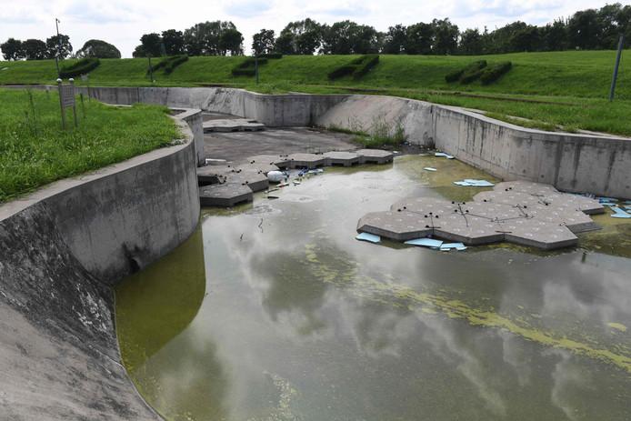 Een deel van de wildwaterbaan voor de kajakcompetities is nu een verlaten moeras.