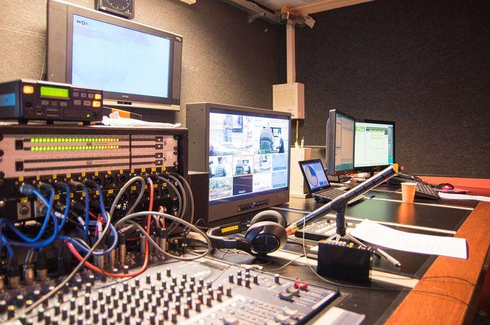 De lokale omroep HOI wil in de nabije toekomst niet meer alleen op vrijdagavond uitzenden, maar ook op andere dagen in de week nieuws en actualiteiten uit de gemeente Hellendoorn gaan verzorgen.