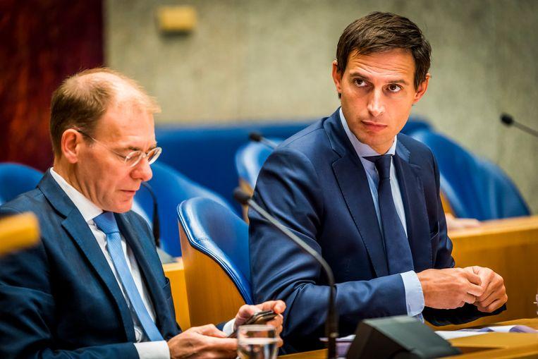 Minister van Financiën Wopke Hoekstra (r) en zijn inmiddels opgestapte staatssecretaris Menno Snel. Binnen een maand moet diens opvolger bekend zijn.   Beeld ANP