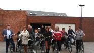 Gemeentepersoneel geeft goed voorbeeld en ruilt drie weken lang de auto in voor een elektrische fiets