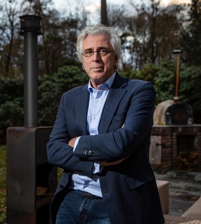 Oncologisch chirurg Robert Pierik (56) uit Epe en werkzaam bij Isala in Zwolle heeft een opmerkelijk boek uitgebracht.