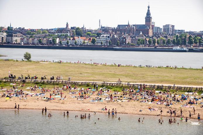 Een zomerse dag in Nijmegen. Zou het ook zo druk worden tijdens het Democratiefestival?