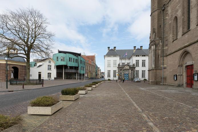 Het oude en nieuwe stadhuis van Zutphen.