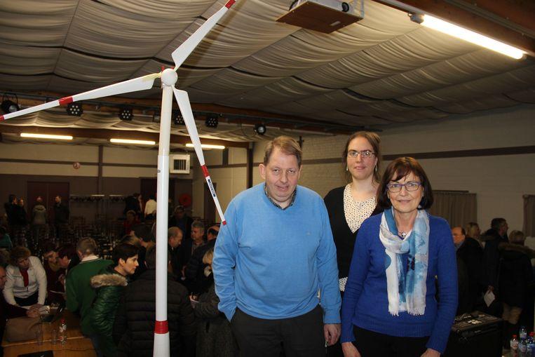 Getuigenissen van Marc Amelinckx, Noëla Verhofstadt en Anne-Marie François moeten buurtbewoners overhalen om bezwaarschriften in te dienen tegen de windmolen.