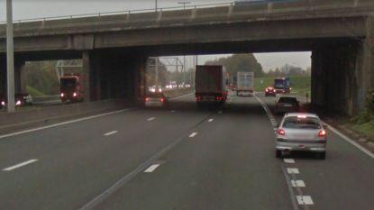 7 voertuigen botsen op E40 in Luikse Vottem, kijkfile leidt tot ongeval in andere richting
