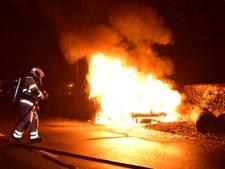 Drie auto's volledig uitgebrand in de regio