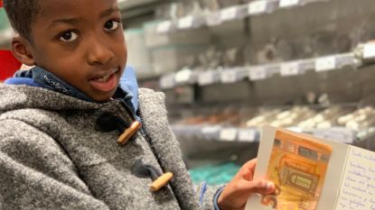 Sébastien (7) krijgt enveloppe met 50 euro van 'Secret Santa' tijdens kerstinkopen