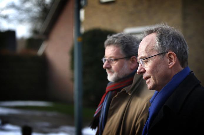 Minister Henk Kamp (rechts) van Economische Zaken en burgemeester Albert Rodenboog van Loppersum
