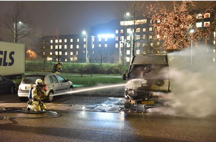 Aan het Attleeplantsoen in Kanaleneiland brandde in december een bestelbus uit.