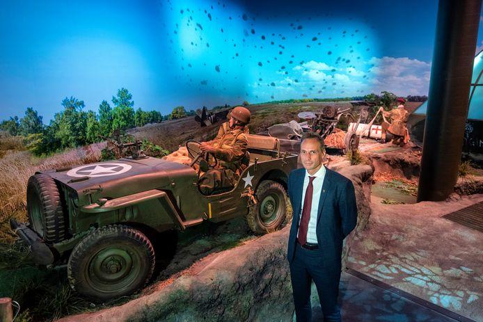 Directeur-bestuurder Ronnie Weijers bij de landingsplaats van de Airborne Experience in het Airborne Museum Hartenstein.
