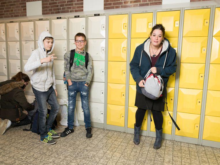 Katinka Polderman op haar oude middelbare school. Foto: Ivo van der Bent. Beeld