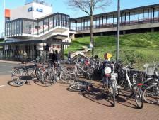 Actie tegen verkeerd gestalde fietsen bij station Zaltbommel
