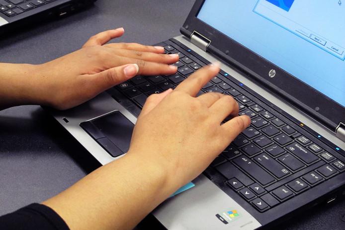 Computerapparatuur wordt niet meet uit de fractiepot vergoed.