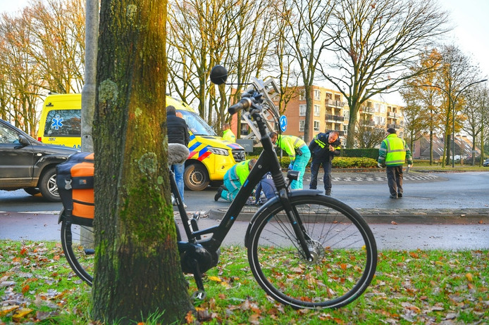 Een vrouw is donderdag aangereden op de Damianusdreef in Dommelen.