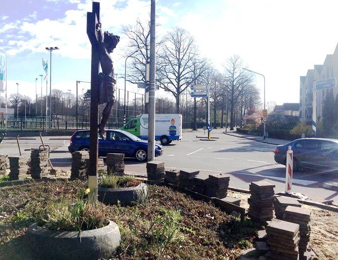 Het kruisbeeld moet mogelijk wijken als het kruispunt van Heyendaalseweg, Houtlaan en Kwekerijweg wordt omgebouwd tot rotonde.