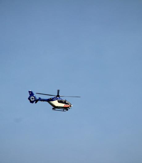 Politiehelikopter boven Loenen stuurt hondenbegeleiders