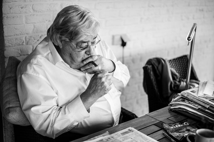 De ernstig zieke Hans van Delft maakt zich zorgen over 'zijn' club NEC.