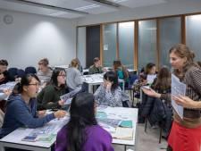 Stormloop buitenlandse studenten in Wageningen op Nederlands