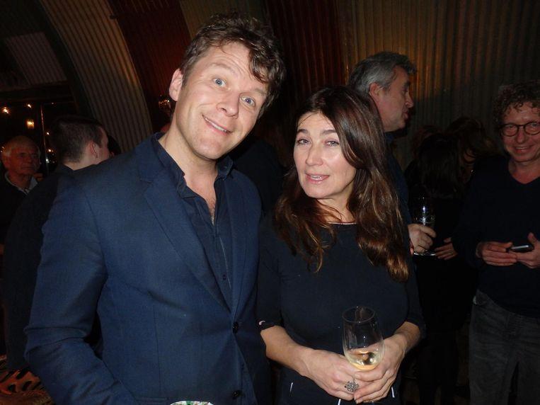Literair recensent Thomas van den Bergh en journalist Astrid Theunissen, ook van het boek Slappe Zakken! 'Een bestseller.' Beeld Schuim