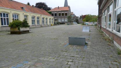 Heibel om nieuwe straatnaam in Lievegem: 'Jongensschoolpleintje' kan niet in genderneutrale gemeente