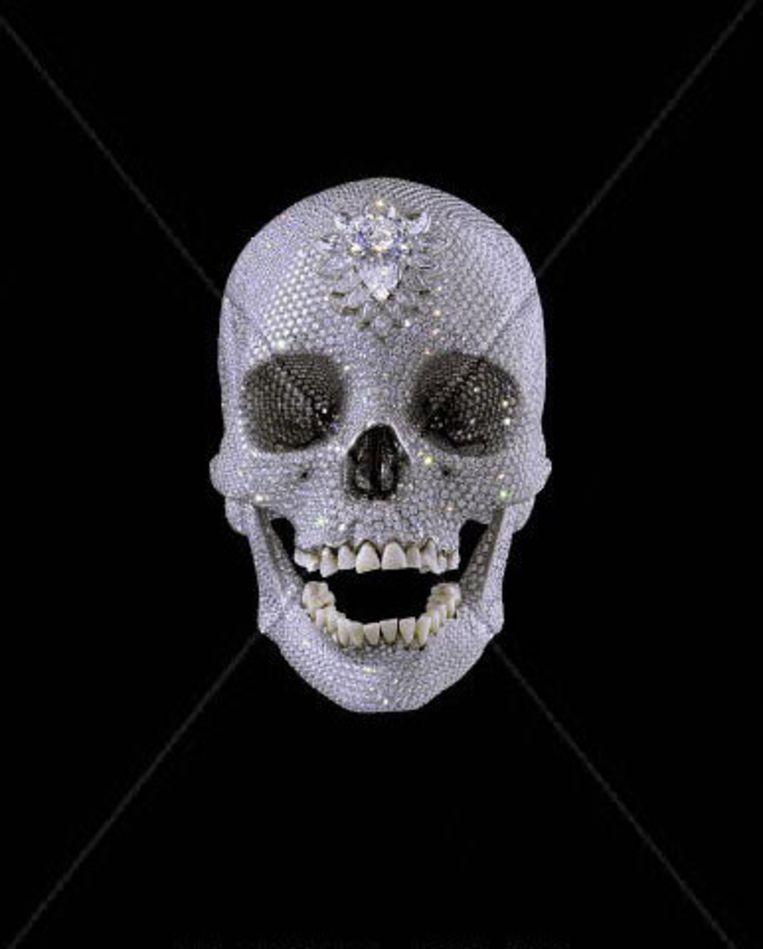 De schedel van Damien Hirst telt bijna negenduizend diamanten, vraagprijs: 64 miljoen euro. Beeld