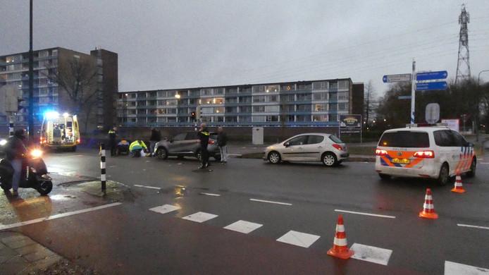 Een wielrenner raakte gewond bij een aanrijding op de Industrielaan in Veenendaal.