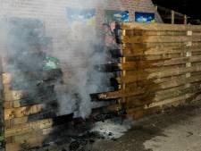 Twee mannen in ondergoed blussen brand in Westervoort