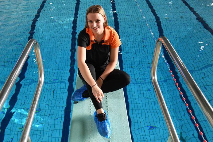 Juul Bruininks schoonspringster in haar zwembad de Wisselaar. Trainster bij zwemvereniging SBC 2000.