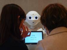 Au Japon, un robot rappelle aux clients de porter un masque